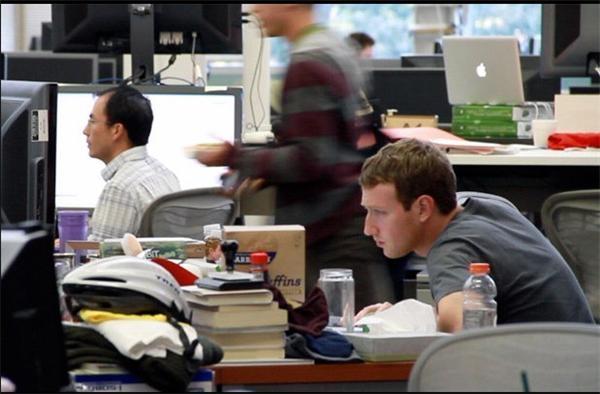 看看国外科技大佬的办公桌