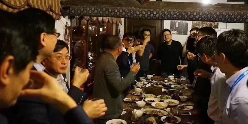 """中国互联网""""半壁江山""""的乌镇一夜"""