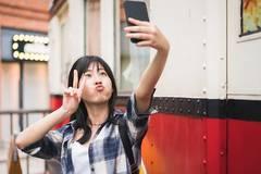手机摄影简史:一段自恋文化的崛起