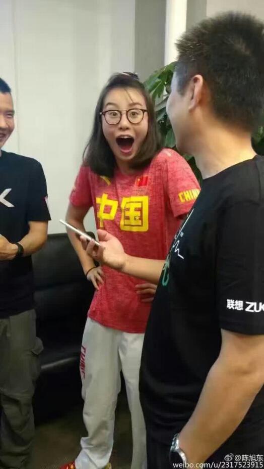"""""""洪荒少女""""傅园慧回京 手机厂商大献殷勤图个啥"""