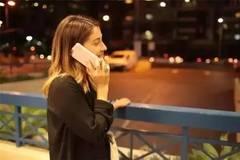 手机2秒变身防狼电击枪,快推荐给你家妹子!