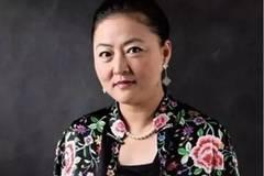 """她是刘强东疯狂烧钱的金主,八年资金翻了百倍,被誉为""""女王"""";她的成功来自于三次选择"""