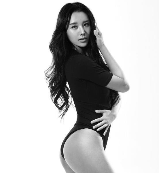 """韩国""""第一美臀女神""""受网友追捧:身材完美"""