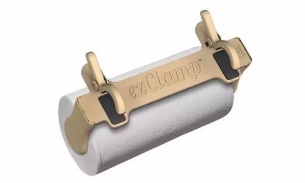 方便厨房挂纸,避免了纸巾沾水,而且不用双手撕纸,以防把油和水弄到纸