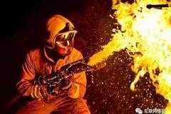 老外发明的高压救火水枪,隔着墙就把火灭了!!