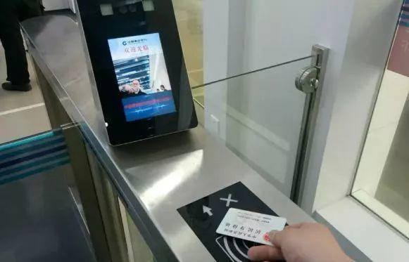全国首家无人银行现身上海!90%业务自助化,刷脸取款,没有一个员工!