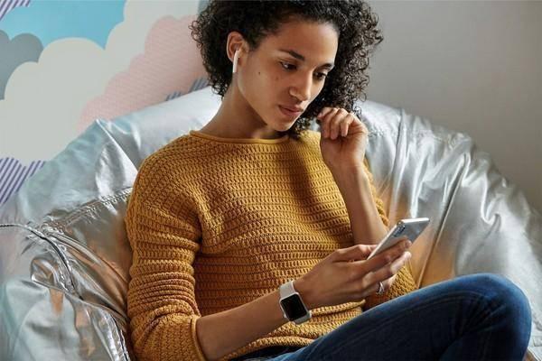 新款Airpods发布,无线充电+语音唤醒Siri