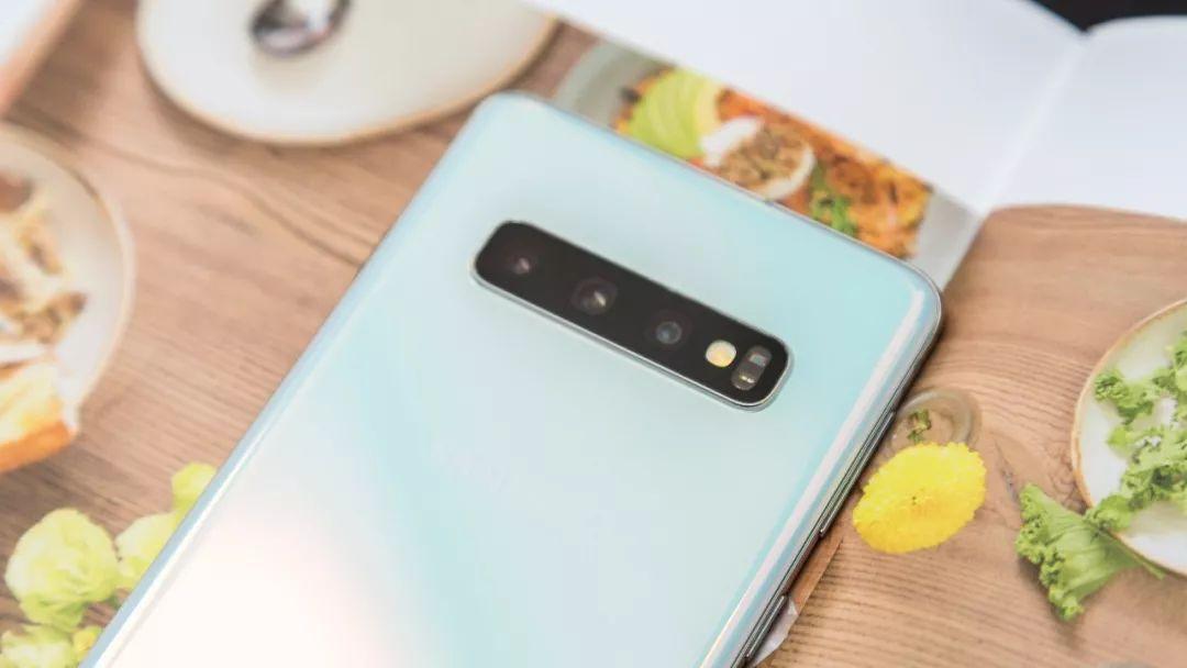 原创              拒绝千机一面!这些设计独特显个性的手机考虑一下!