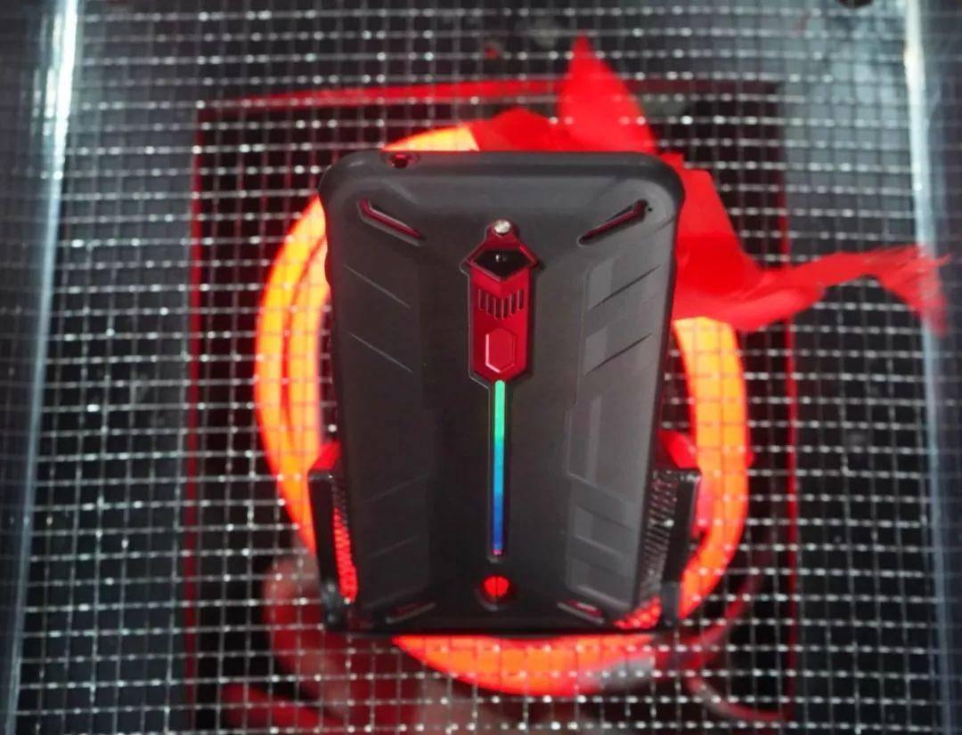 努比亚红魔3代真机亮相: