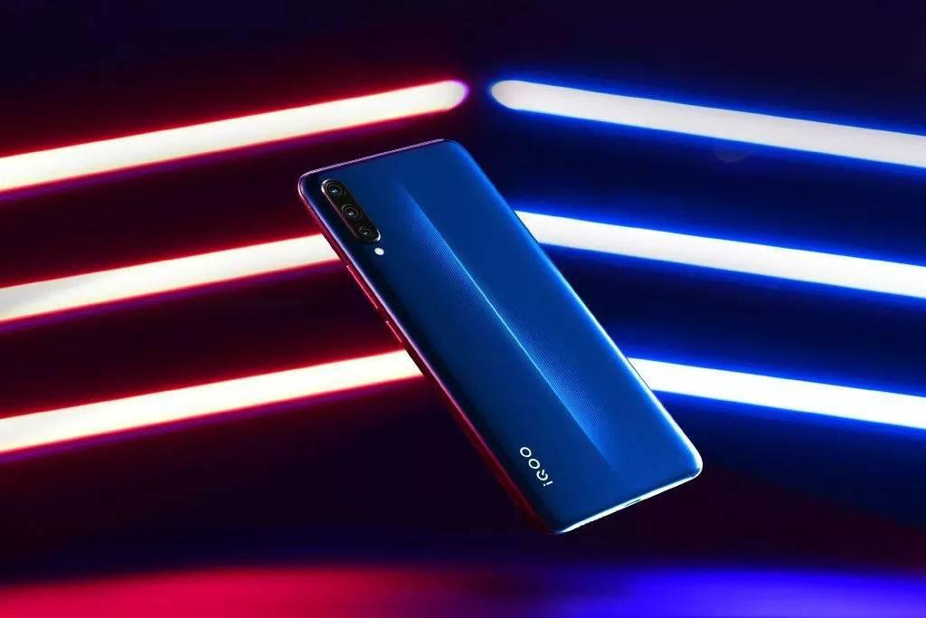 vivo IQOO推出12+128GB版本:电光蓝配色