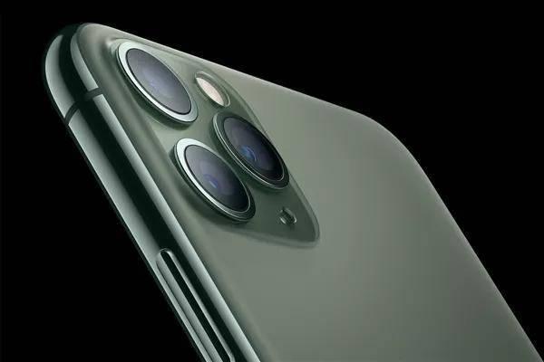 """偏爱""""原谅色"""" 暗夜绿iPhone11一度抢断货"""
