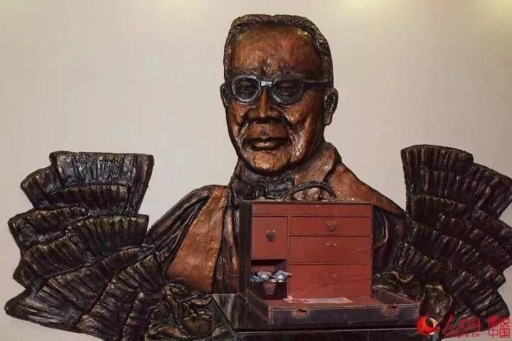 他设计了中国第一枚口罩!110年前,他在东北拯救了一座城市……