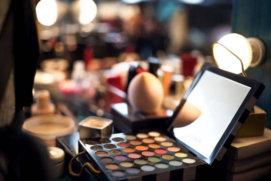 男色经济来袭:一年3141家男妆品牌涌入,有公司两年融五轮