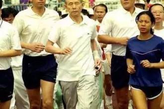 85岁的巴菲特日跑1小时,扎克伯格跑步连死都不怕,商业大佬为什么那么爱跑步?